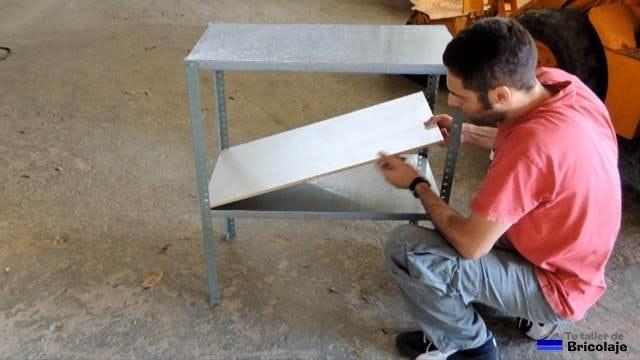 reforzando la balda inferior con madera en dm