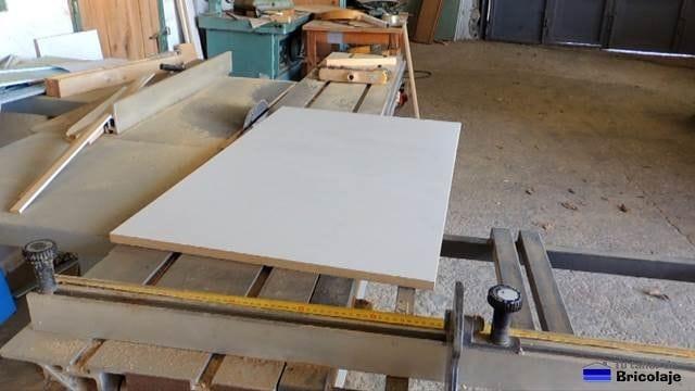 tablero de 1 x 0.60 cm que hará de cubierta de la mesa
