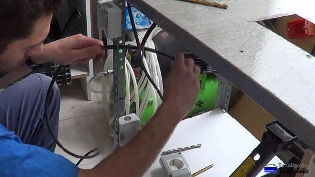 cableando para colocar un interruptor de corte de corriente para la fresadora