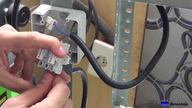 realizando las conexiones del interruptor