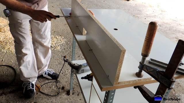 montando la guía de la mesa para la fresadora