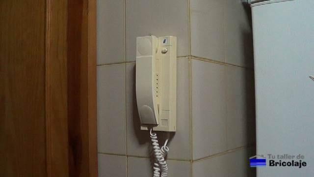 telefonillo del portero eléctrico al que queremos cancelar el sonido