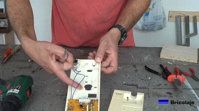 cables que llevan la señal al zumbador o altavoz