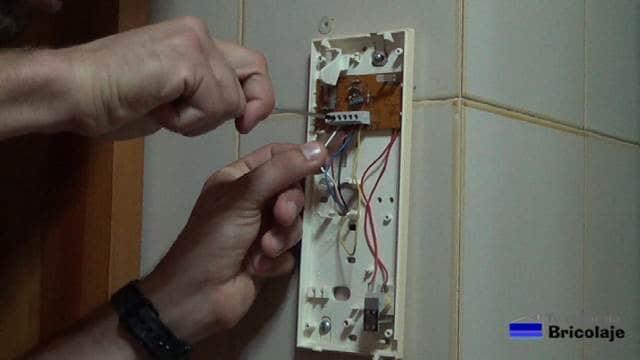 retirando el cableado de las conexiones