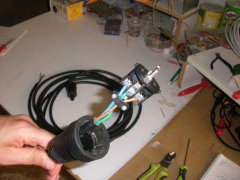 vista de cómo quedaría una vez atornillado el cable a la punta