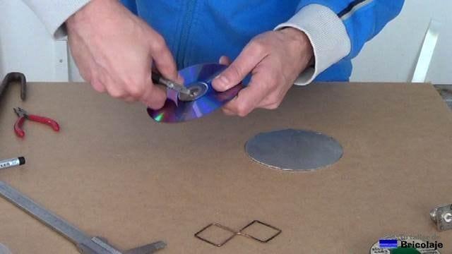 agrandando los cd para poner colocar el conector tipo n hembra