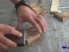 lijando las zonas de corte de la madera
