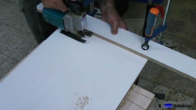 cortando las baldas a la medida necesaria