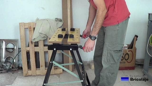 banco de trabajo plegable con una altura de 78 cms