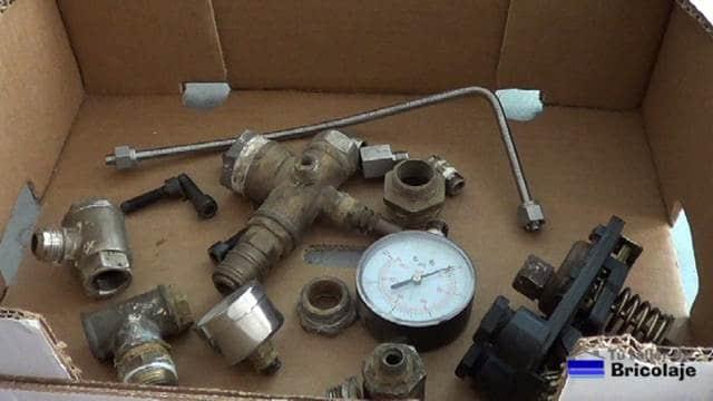 piezas retiradas del viejo compresor