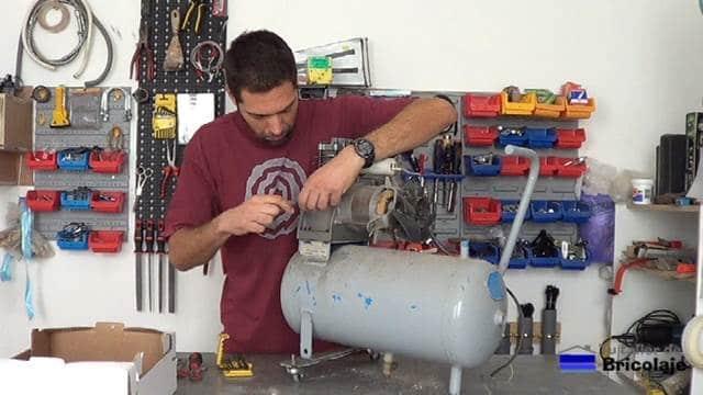 retirando el motor al viejo compresor