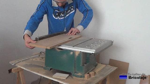 cortando la madera a las medidas que necesitemos