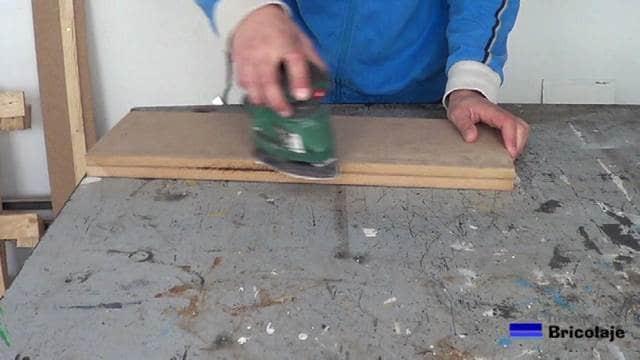 lijando la madera, en caso necesario, después de unirla