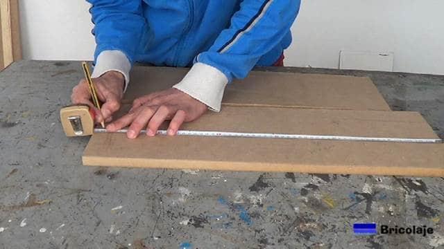 midiendo las medidas que necesitemos en la madera