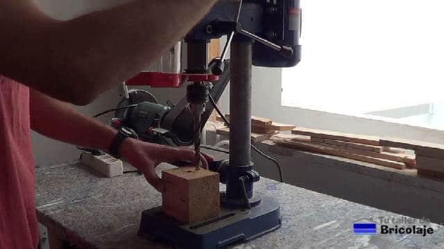 taladro de columna que no llega a perforar las piezas a trabajar