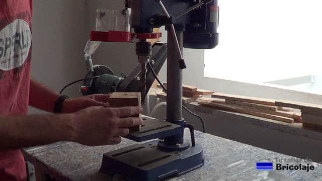 el taladro de bricolaje es tan pequeño que no entran las piezas a perforar