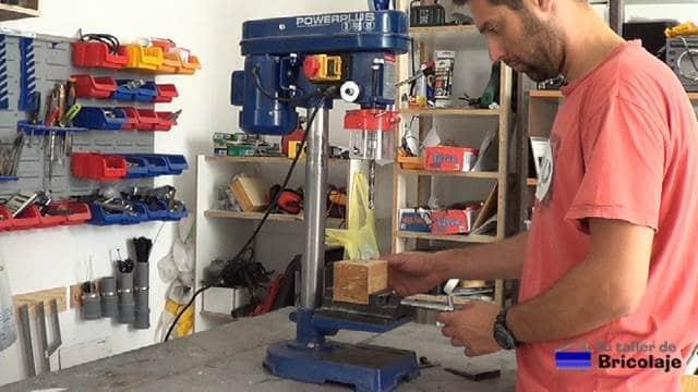probando el taladro de columna después de aumentar la zona de trabajo