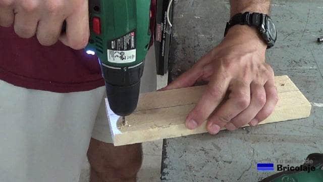 haciendo camino al tornillo con broca de madera
