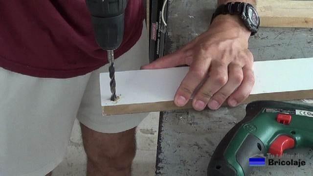 avellanando el agujero con broca de madera