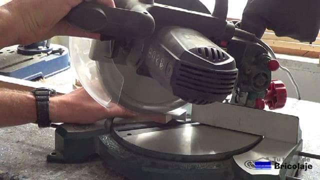cortando los ángulos de aluminio