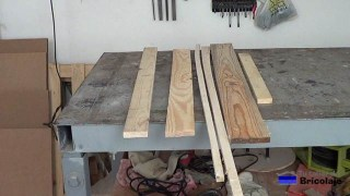madera de palets, aunque puedes usar otro tipo de madera para hacer la base con ruedas para macetas