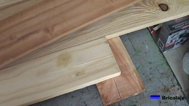 presentando la madera de palets para unirla y confeccionar el cabecero