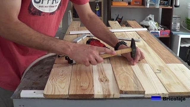 podemos sujetar las madera con tachas o clavos