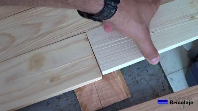 presentando la madera de palets para unirla