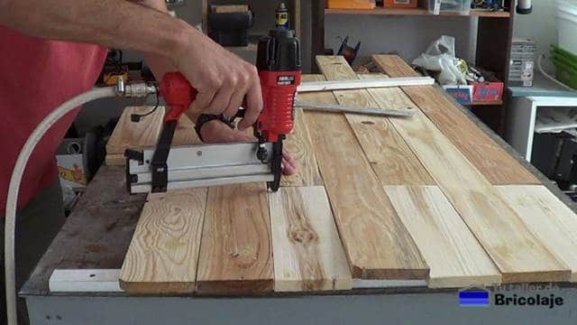 podemos usar una clavadora neumática para sujetar las maderas de palets