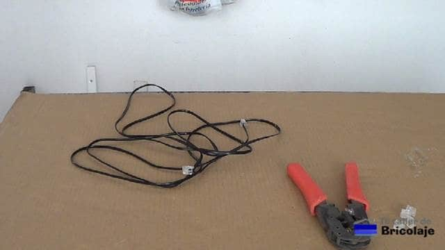 materiales y heramientas para fabricar cable de teléfono