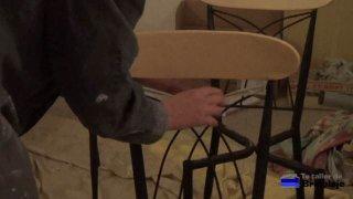 colocando cinta de carrocero a las sillas