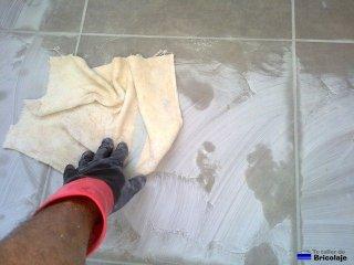eliminando resto de lechada seco