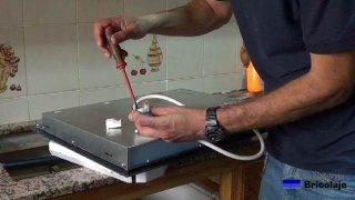colocando la punta de enchufe a la nueva placa