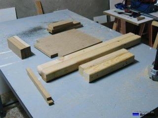 piezas de madera que formarán la silla