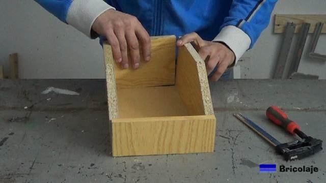 presentando todas las piezas que formarán la caja de madera