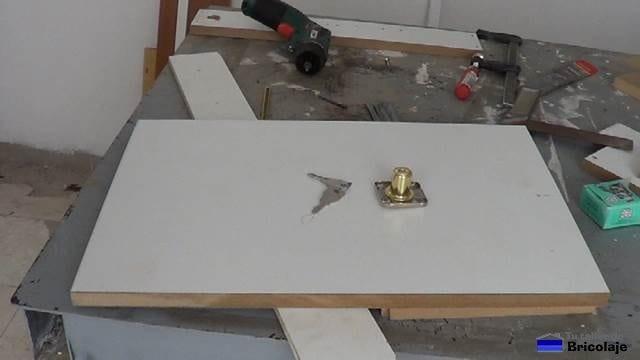 puerta de la caja de registro de madera
