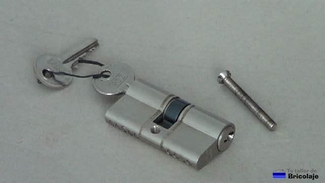 cambiar el bombin o cilindro de una puerta