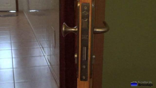 cerradura de una puerta