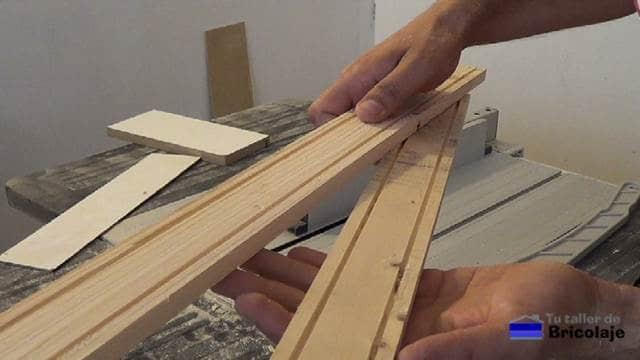 madera de palets preparada para hacer la carcasa para el disco duro