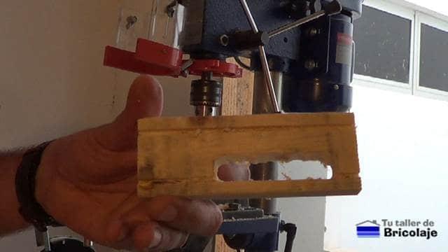 vaciado de la madera realizado con la broca de cazoleta