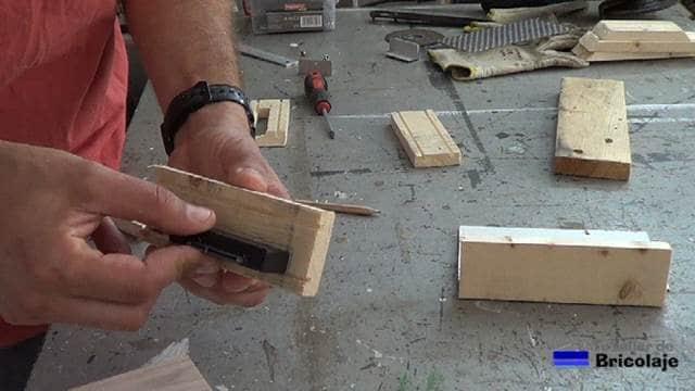 presentando el adaptador usb en la madera para vaciarla