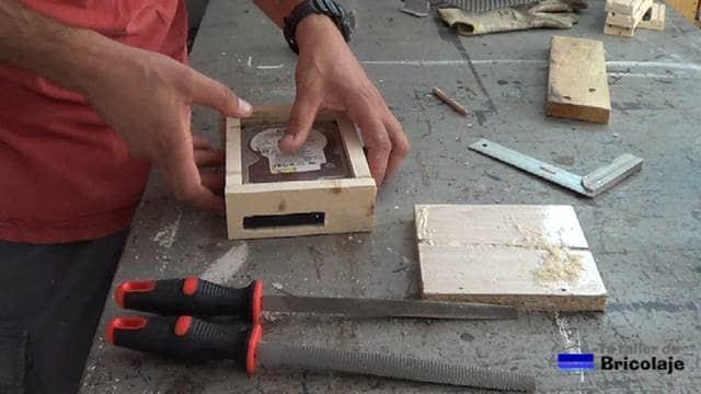 presentando todas las partes de madera en el disco duro