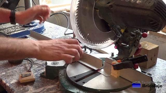 cortando el ángulo de aluminio