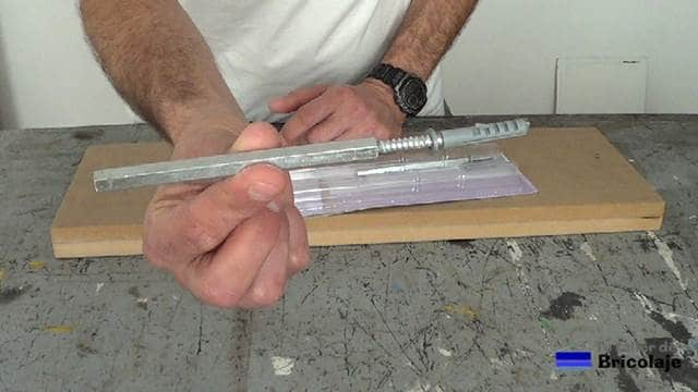 soporte oculto para convertir una balda, estantería o repisa en flotante
