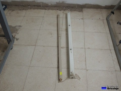 soporte y fluorescente que vamos a utilizar