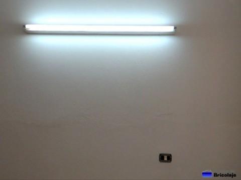 fluorescente colocado y funcionando