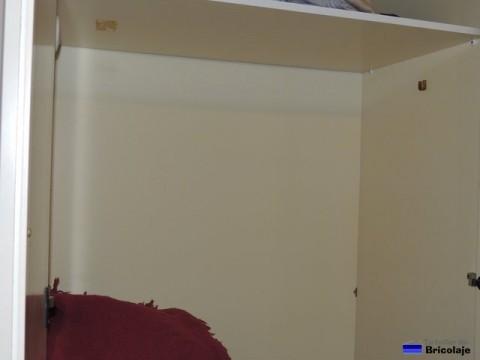 vista interior del armario donde colocar el tubo que hará de perchero
