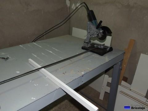 cortando el tubo a la medida necesaria con la tronzadora