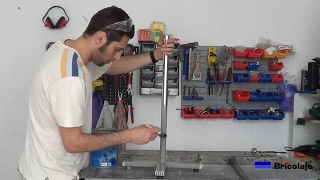 pintamos el caballete de apoyo regulable en altura con rodillo