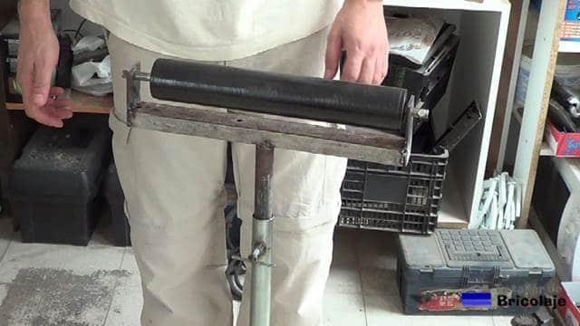 probamos que el rodillo encaja bien en las pletinas soldadas al cuadradillo de apoyo